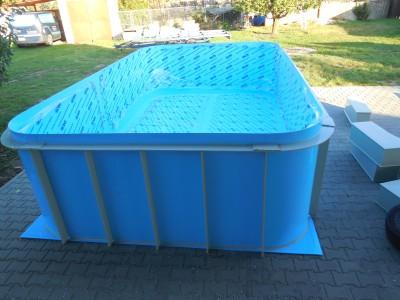 oválný bazén ke koupání